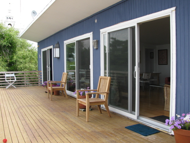 Bay-facing deck